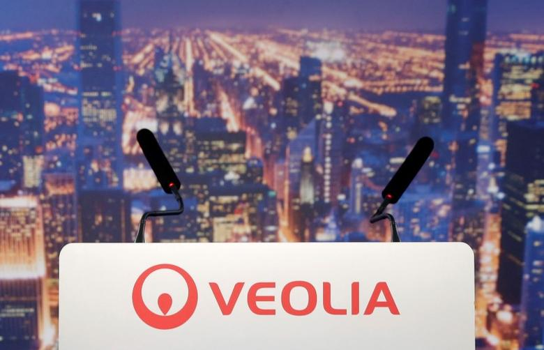 A logo of Veolia Environnement is seen on the lectern during the company's 2014 annual results presentation in Paris February 26, 2015. REUTERS/Christian Hartmann