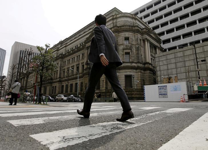 A businessman walks past the Bank of Japan (BOJ) building in Tokyo, Japan, March 23, 2016.   REUTERS/Toru Hanai/File Photo - RTX2MMFJ