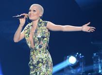 "Jessie J canta ""Domino"" no ""American Idol"", em Los Angeles. 16/5/2013.  REUTERS/Phil McCarten"