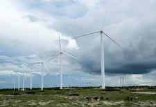 Moinhos de vento em Paracuru, na costa do Estado do Ceará, no Nordeste do Brasil 24/04/2009  REUTERS/Stuart Grudgings