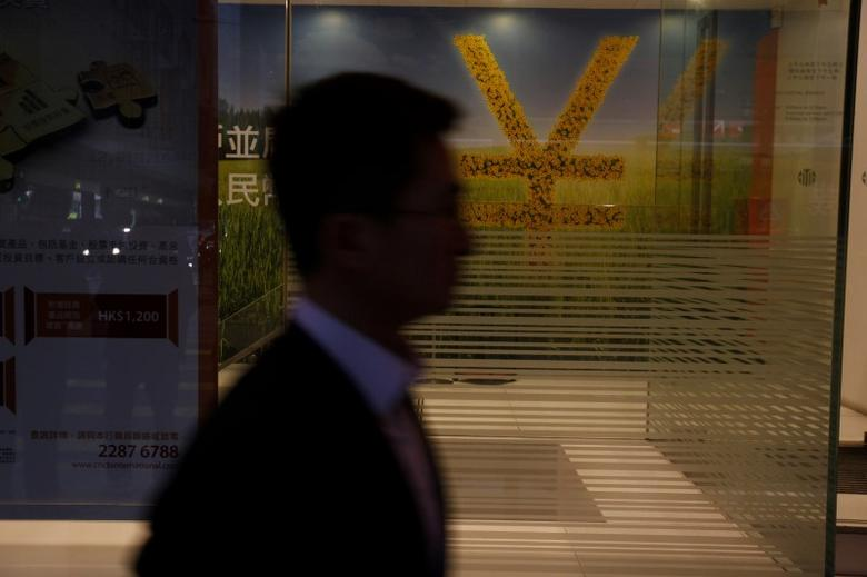 A Chinese yuan currency sign is illustrated inside a bank in Hong Kong March 25, 2013.  REUTERS/Bobby Yip/File Photo