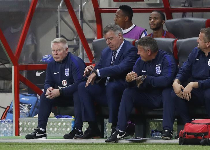 Football Soccer - Slovakia v England - 2018 World Cup Qualifying European Zone - Group F - City Arena, Trnava, Slovakia - 4/9/16England manager Sam Allardyce and assistant manager Sammy LeeAction Images via Reuters / Carl RecineLivepic