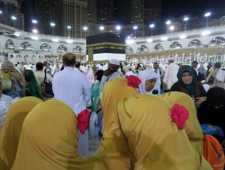 Muslim pilgrims circle the Kaaba at the Grand Mosque in Mecca September 4, 2016.  REUTERS/Ahmed Jadallah