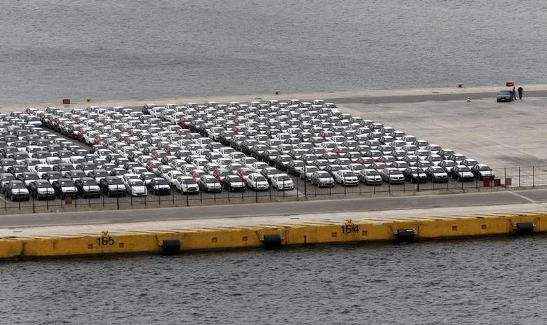 Vehicles are parked at a cargo terminal at Piraeus port, near Athens, October 17, 2014.   REUTERS/Alkis Konstantinidis