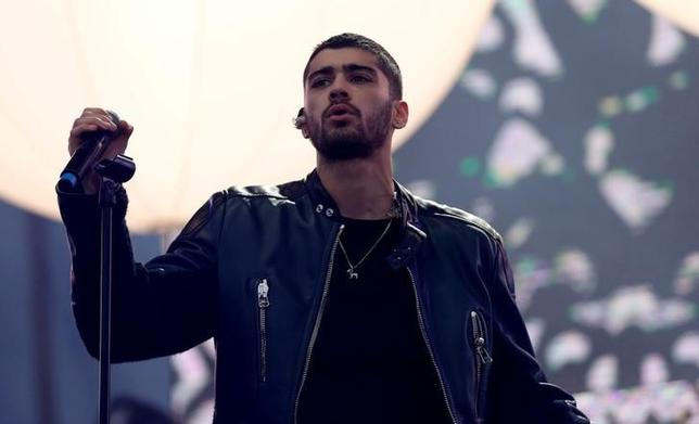 Singer Zayn Malik performs during KIIS-FM Wango Tango concert at StubHub Center in Carson, U.S., May 14, 2016. REUTERS/Mario Anzuoni/File Photo