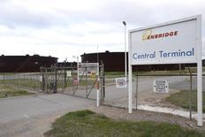 Unas instalaciones de Enbridge en Cushing, Oklahoma, el 24 de marzo de 2016. Enbridge Inc, la mayor compañía de oleoductos de Canadá, dijo el martes que comprará Spectra Energy Corp en un acuerdo por acciones valuado en unos 28.000 millones de dólares, a fin de crear la principal compañía de infraestructura energética de América del Norte. REUTERS/Nick Oxford