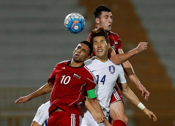 Football Soccer - Syria v South Korea - 2018 World Cup Qualifying Asia Zone - Group A - Tuanku Abdul Rahman Stadium, Paroi, Seremban, Malaysia - 6/9/16 South Korea's Han Kook-young (C), Syria's Abdulrazak Al Husein (L) and Syria's Mohamad Rafat Muhtadi head for the ball. REUTERS/Lai Seng Sin