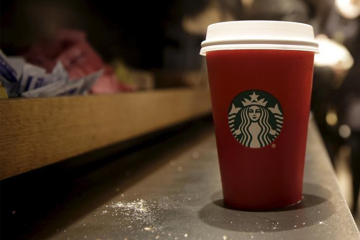 A red Starbucks cup sits on the counter of a Starbucks in New York November 10, 2015. REUTERS/Brendan McDermid/Files
