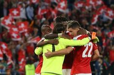Jogadores da Suíça comemoram.  6/9/16.  REUTERS/Ruben Sprich