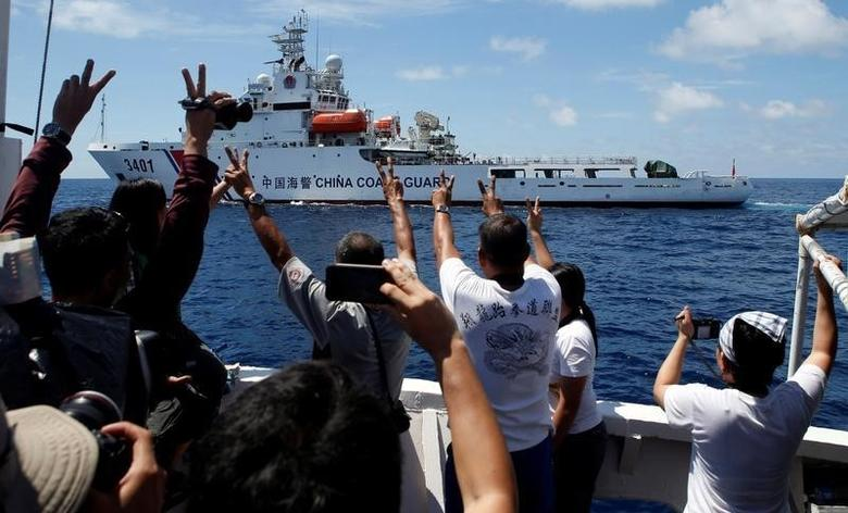 A Chinese Coast Guard vessel manoeuvres to block a Philippine government supply ship with members of the media aboard at the disputed Second Thomas Shoal, part of the Spratly Islands, in the South China Sea March 29, 2014. REUTERS/Erik De Castro/File Photo