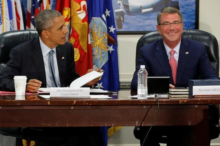 U.S. President Barack Obama and Defense Secretary Ash Carter sit down to a meeting of the National Security Council at the Pentagon in Arlington, Virginia, U.S. August 4, 2016.  REUTERS/Jonathan Ernst