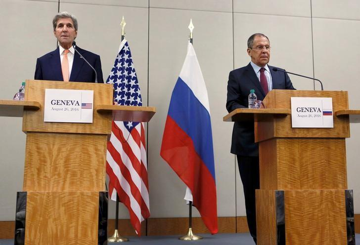 U.S. Secretary of State John Kerry (L) and Russian Foreign Minister Sergei Lavrov attend a news conference after a meeting on Syria in Geneva, Switzerland, August 26, 2016. REUTERS/Pierre Albouy     TPX IMAGES OF THE DAY