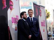 """Jonah Hill e Miles Teller, que estão no filme """"Cães de Guerra"""", posam em Hollywood. 15/8/2016.   REUTERS/Mario Anzuoni"""
