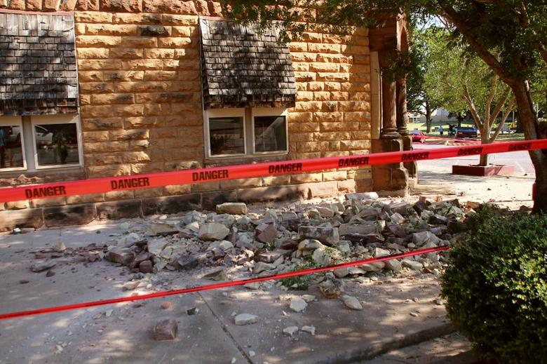Stonework litters the sidewalk outside an empty jewelry store at the corner of Sixth and Harrison in Pawnee, Oklahoma, U.S. September 3, 2016 after a 5.6 earthquake struck near the north-central Oklahoma town.  REUTERS/Lenzy Krehbiel-Burton/File Photo
