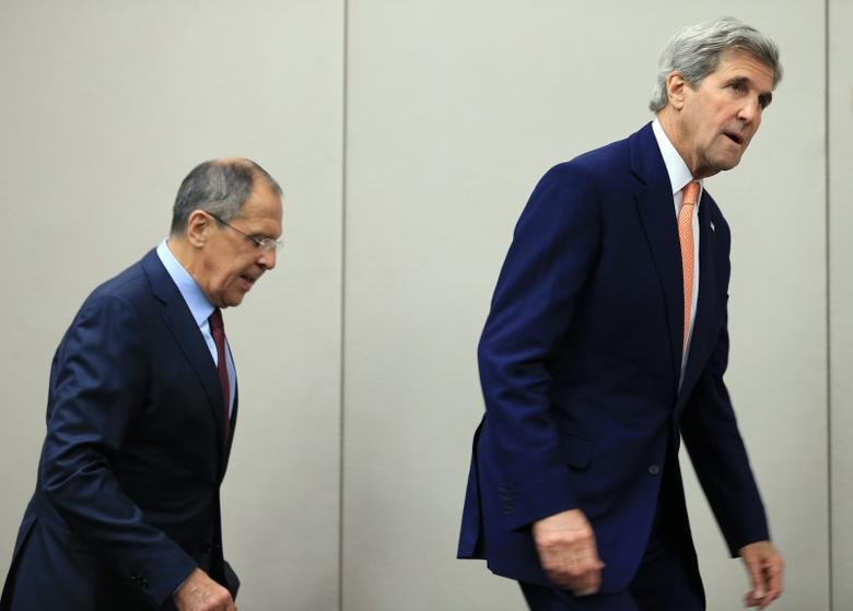 U.S. Secretary of State John Kerry (R) and Russian Foreign Minister Sergei Lavrov arrive for a news conference after a meeting on Syria in Geneva, Switzerland, August 26, 2016. REUTERS/Pierre Albouy