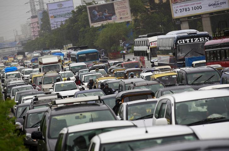 Vehicles are stuck in a traffic jam during heavy rains in Mumbai, India, June 19, 2015. REUTERS/Danish Siddiqui/Files