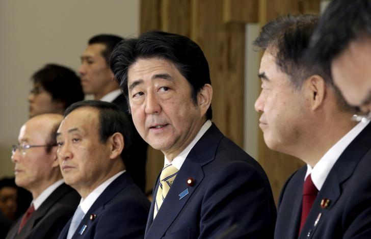 Japan's Prime Minister Shinzo Abe (3rd R), flanked by Olympics Minister Toshiaki Endo (2nd R),  speaks during a meeting of cabinet ministers on a new national stadium construction plan for the 2020 Tokyo Olympics at Abe's official residence in Tokyo December 22, 2015.  REUTERS/Eugene Hoshiko/Pool/File Photo