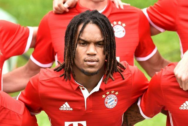 Football Soccer - Bayern Munich photocall - German Bundesliga - Munich, Germany - 10/08/16. Bayern Munich's Munich's Renato Sanches poses after the official photocall. REUTERS/Lukas Barth