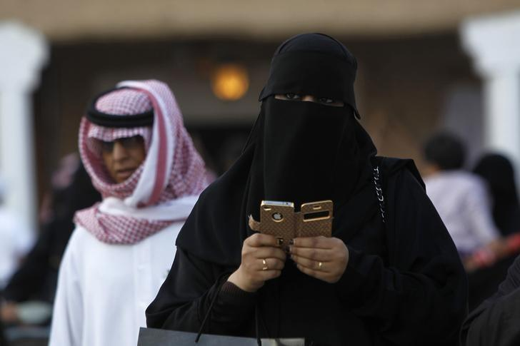 A woman using an iPhone visits the 27th Janadriya festival on the outskirts of Riyadh February 13, 2012. REUTERS/Fahad Shadeed/Files