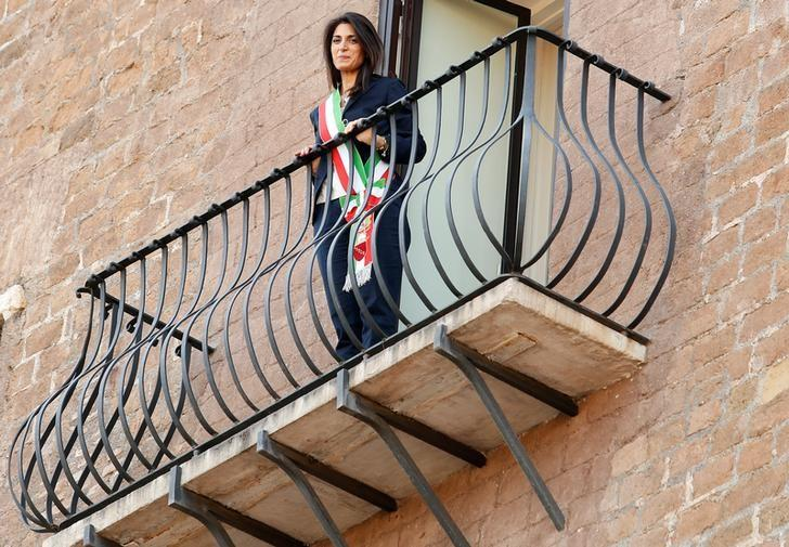 Rome's newly elected mayor Virginia Raggi, of 5-Star Movement, stands on the balcony of the Rome's city hall, Campidoglio (Capitoline Hill), downtown Rome, Italy June 23, 2016. REUTERS/Remo Casilli/Files