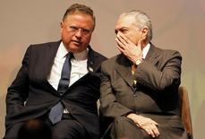 O ministro da Agricultura Blairo Maggi ao lado do presidente Michel Temer durante o Fórum Global de Agronegócio, em São Paulo, Brasil 04/07/2016 REUTERS/Nacho Doce