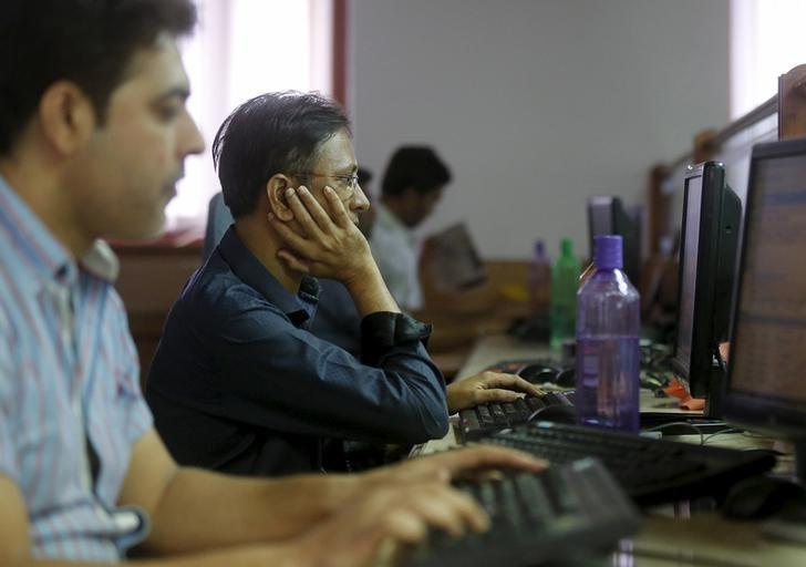 Brokers trade at their computer terminals at a stock brokerage firm in Mumbai, India, February 17, 2016. REUTERS/Shailesh Andrade/Files