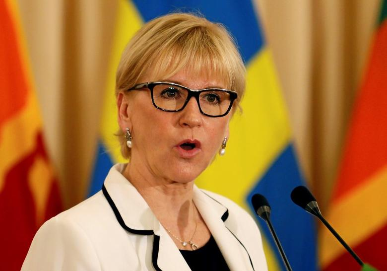 Swedish Foreign Minister Margot Wallstrom speaks to media during the bilateral discussions with Sri Lankan Foreign Minister Mangala Samaraweera in Colombo, Sri Lanka April 25, 2016. REUTERS/Dinuka Liyanawatte