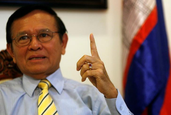 Kem Sokha, leader of the Cambodia National Rescue Party (CNRP), gestures during an interview with Reuters at the CNRP headquarter in Phnom Penh, June 23, 2016. REUTERS/Samrang Pring/Files