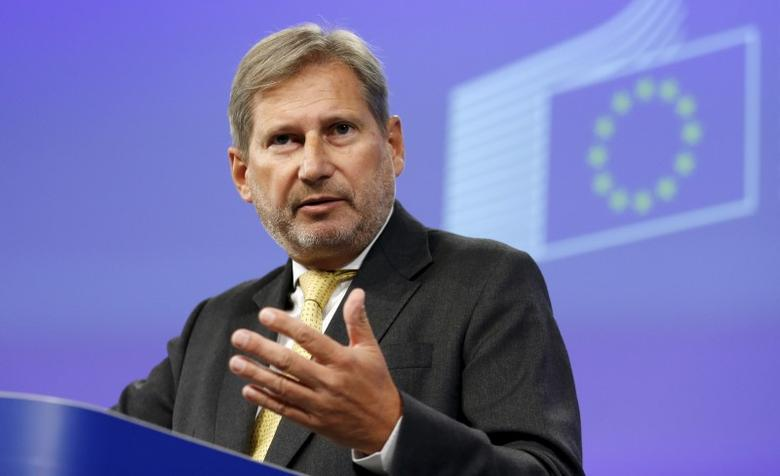 European Neighbourhood Policy and Enlargement Negotiations Commissioner Johannes Hahn gestures as he addresses a news conference at the EU Commission headquarters in Brussels, Belgium, September 17, 2015. REUTERS/Francois Lenoir