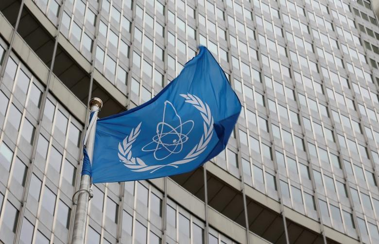 The flag of the International Atomic Energy Agency (IAEA) flies in front of its headquarters in Vienna, Austria, January 15, 2016.   REUTERS/Leonhard Foeger/Files