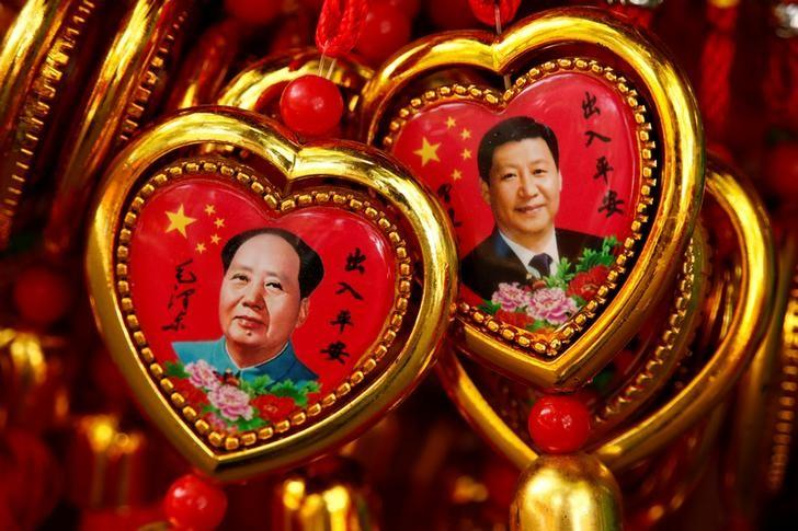 Souvenirs featuring portraits of China's late Chairman Mao Zedong and China's President Xi Jinping are seen at a shop near the Forbidden City in Beijing, China, September 9, 2016. REUTERS/Thomas Peter