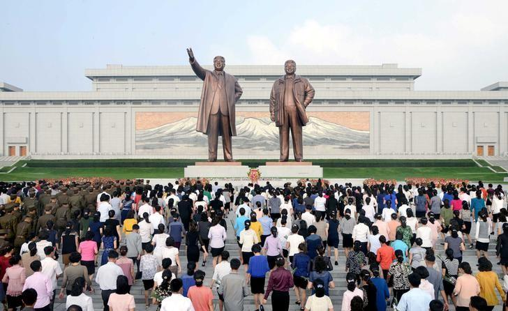Service personnel and civilians lay floral baskets, bouquets and flowers before the statues of President Kim Il Sung and leader Kim Jong Il on the 68th founding anniversary of the DPRK in this undated photo released by North Korea's Korean Central News Agency (KCNA) September 9, 2016. KCNA/via Reuters