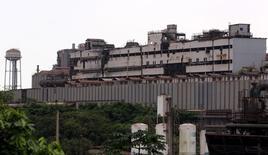 La planta de la siderúrgica brasileña Usinas en Cubatao, Brasil, abr 4, 2016. El directorio de la siderúrgica brasileña Usinas Siderurgicas de Minas Gerais SA aprobó los términos de un acuerdo de renegociación de deuda con bancos y tenedores de bonos, incluidos acreedores japoneses, dijo la compañía en un documento el viernes.    REUTERS/Paulo Whitaker