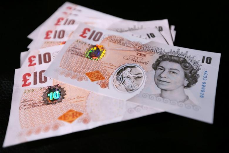 Sample polymer ten GB pound banknotes are seen on display at the Bank of England in London September 10, 2013. REUTERS/Chris Ratcliffe/pool