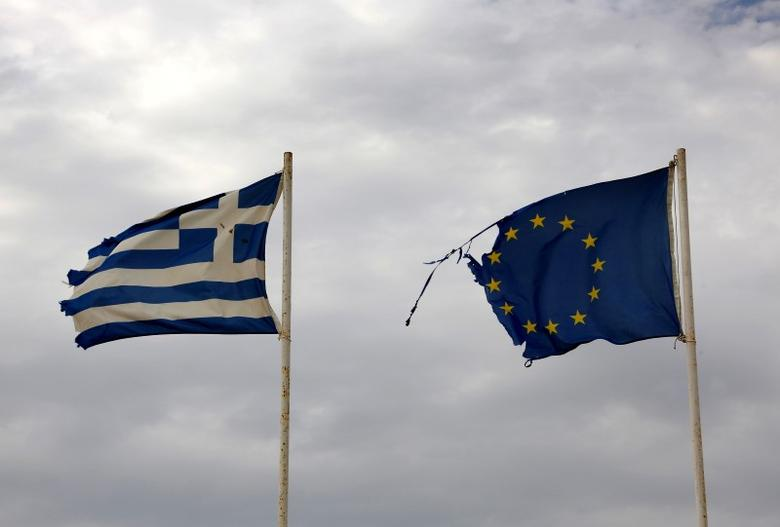 The shredded flags of Greece and the EU flutter on a windy and cloudy autumn day at Magana beach in north-eastern Greece September 9, 2016.  REUTERS/Yannis Behrakis