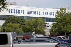 General Motors a annoncé vendredi le rappel de près de 4,3 millions de véhicules à travers le monde en raison d'un problème de logiciel susceptible, dans de rares cas, d'empêcher le déploiement des airbags. /Photo d'archives/REUTERS/Mike Ston