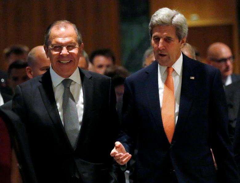 U.S. Secretary of State John Kerry (R) and Russian Foreign Minister Sergei Lavrov walk into their meeting room in Geneva, Switzerland, to discuss the crisis in Syria, September 9, 2016.REUTERS/Kevin Lamarque