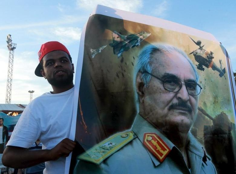 A man holds a picture of General Khalifa Haftar during a demonstration in support of the Libyan army under the leadership of General Khalifa in Benghazi, Libya November 6, 2015. REUTERS/Esam Omran Al-Fetori
