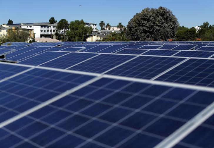 Solar panels are shown on top of a Multifamily Affordable Solar Housing-funded (MASH) housing complex in National City, California, U.S. on November 19, 2015.      REUTERS/Mike Blake/File Photo