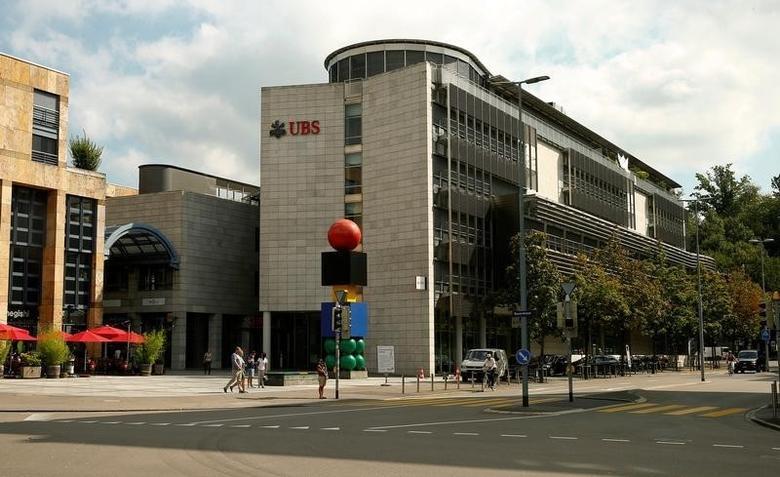 The logo of Swiss UBS bank is seen at branch office in Zug, Switzerland August 30, 2016.  REUTERS/Arnd Wiegmann