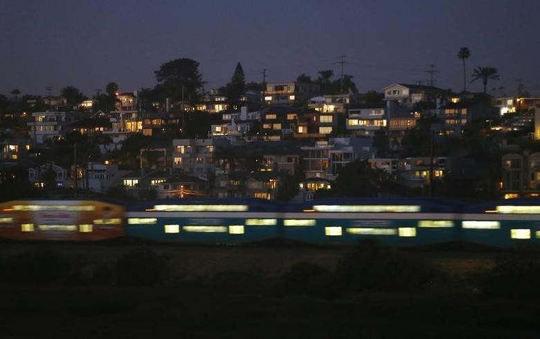 A commuter train travels south at dusk as it passes the town of Cardiff, California February 9, 2015.   REUTERS/Mike Blake