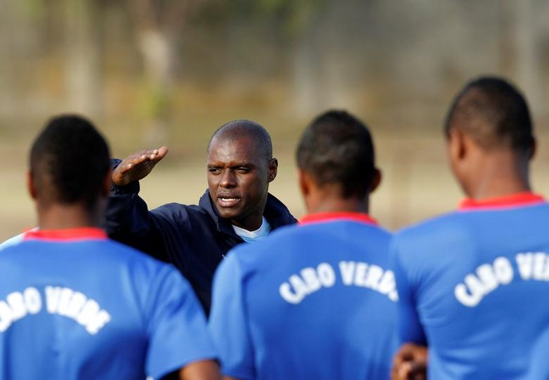 Cape Verde Islands' head coach Lucio Antunes (2nd L) talks to his players during their training session in Port Elizabeth January 29, 2013. REUTERS/Siphiwe Sibeko