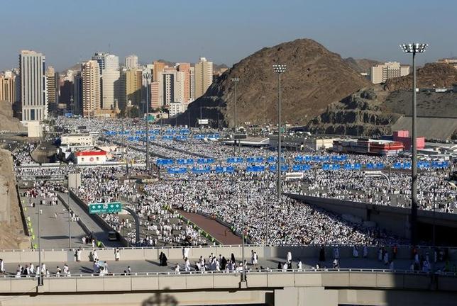9月13日、イスラム教の大巡礼「ハッジ」でサウジアラビアを訪れる巡礼者の数が今年は激減しており、巡礼者向けのビジネスを手掛ける企業は大打撃を受けている。写真はメッカで12日撮影(2016年 ロイター/AHMED JADALLAH)