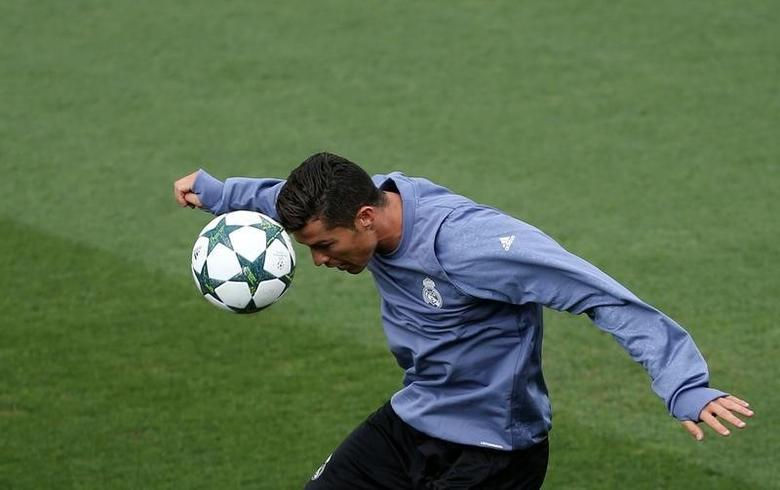 Real Madrid's Cristiano Ronaldo attends a training session. REUTERS/Susana Vera??