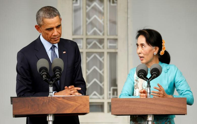 U.S. President Barack Obama and then-Myanmar opposition politician Aung San Suu Kyi hold a press conference after their meeting at her residence in Yangon, November 14, 2014.  REUTERS/Kevin Lamarque
