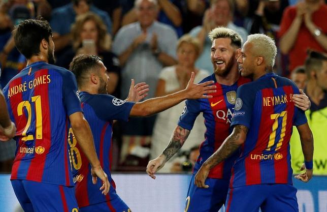 9月13日、サッカーの欧州CL1次リーグ初戦で、C組のバルセロナ(写真)はリオネル・メッシ、ルイス・スアレス、ネイマールの「MSN」の活躍で、ホームでセルティックに7─0と圧勝(2016年 ロイター)