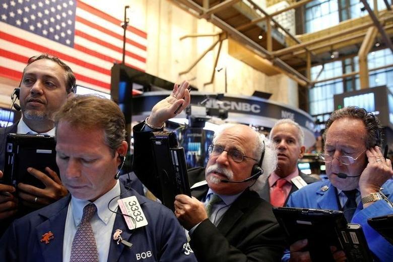 2016年9月13日,纽约证交所内的交易员们。REUTERS/Brendan McDermid