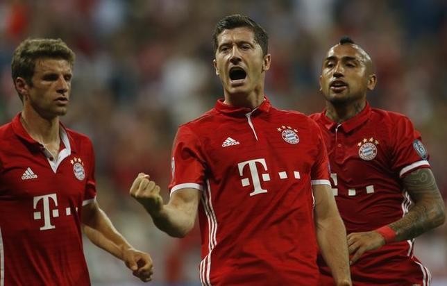 9月13日、サッカーの欧州CL1次リーグ初戦で、D組のバイエルン・ミュンヘン(写真)はホームで初出場のロストフに5─0で快勝し、ホーム13連勝の大会記録を打ち立てた(2016年 ロイター/Michaela Rehle)