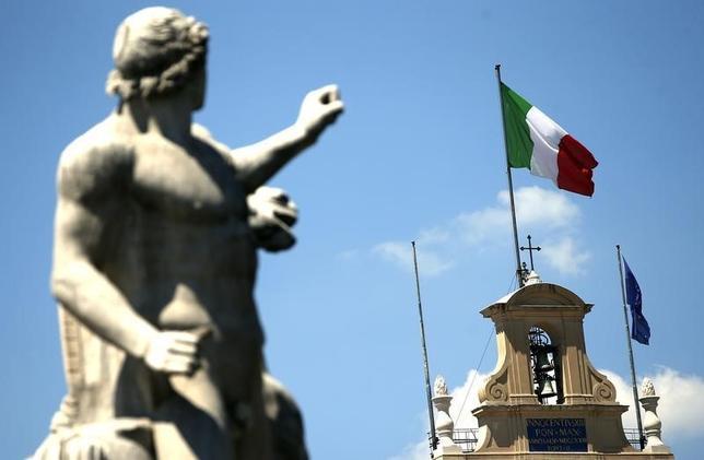 9月13日、格付け会社フィッチ・レーティングスは、イタリアで年内に行われる予定の憲法改正の是非を問う国民投票について、否決となった場合は同国の景気および信用力に悪影響を与えるとの見解を示した。写真はローマで2013年8月撮影(2016年 ロイター/Tony Gentile)