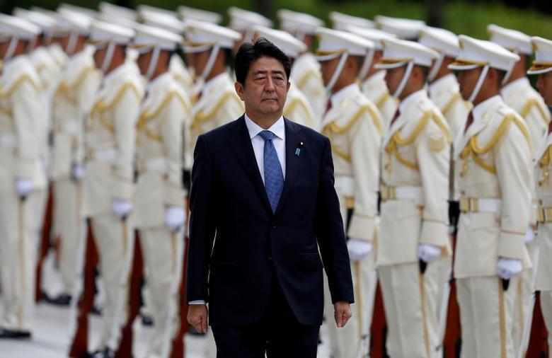 Japan's Prime Minister Shinzo Abe reviews the honour guard before a meeting with Japan Self-Defense Force's senior members at the Defense Ministry in Tokyo, Japan, September 12, 2016. REUTERS/Toru Hanai